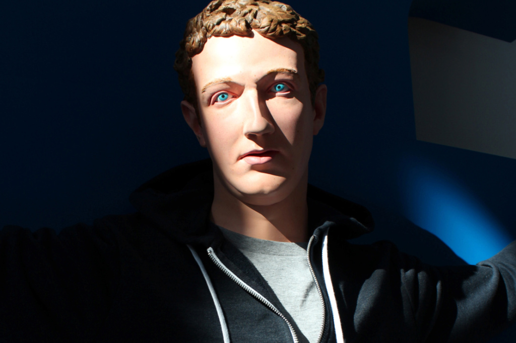 jesus-mark-zuckerberg-facebook-sculpture-kanye-west-kiss-3