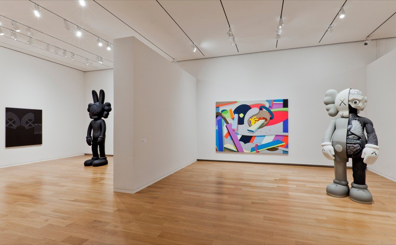 kaws_view-of-the-exhibition-at-modern-art-museum-of-fort-worth-texas-2011_3814_1_w800_130721