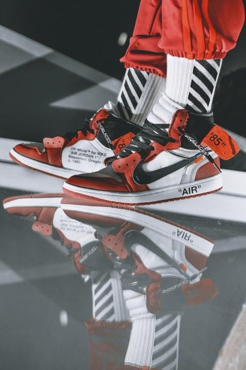 http-hypebeast.comimage201705off-white-air-jordan-1-on-feet-01