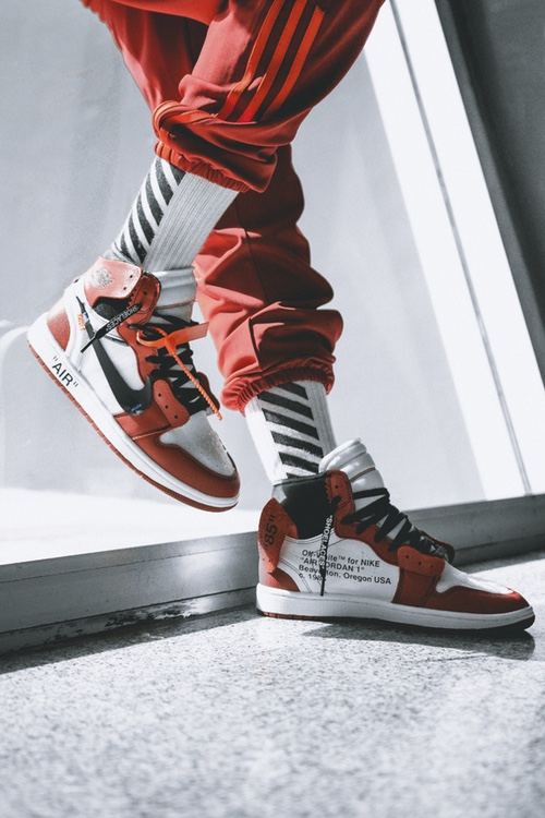 http-hypebeast.comimage201705off-white-air-jordan-1-on-feet-04