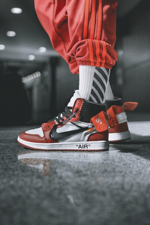 http-hypebeast.comimage201705off-white-air-jordan-1-on-feet-05