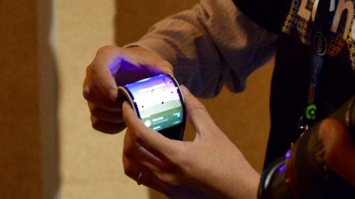 Lenovo-Akan-Riliskan-Produk-Terbaru-Pada-IFA-Mendatang-Munculkan-Teaser-Video-Ponsel-Lipat-696x391