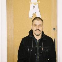 Escute e baixe o novo disco solo do ex Cansei de Ser Sexy, Adriano Cintra.