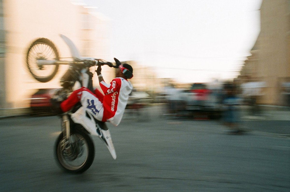 A collab Fox Racing x Supreme é pra quem gosta de moto